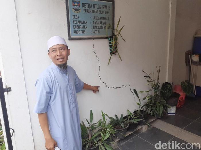Sejumlah rumah di Padalarang, Bandung Barat, rusak akibat bom proyek kereta cepat. (Foto: Yudha Maulana/detikcom)