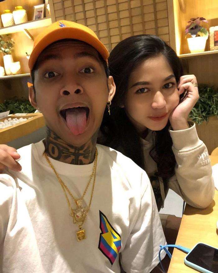 Netizen banyak yang bertanya-tanya kapan Eriska dinikahi Young Lex. Namun raper itu tidak mengungkap pasti kapan dirinya menikahi sang kekasih. Foto: Instagram eriskanakesya