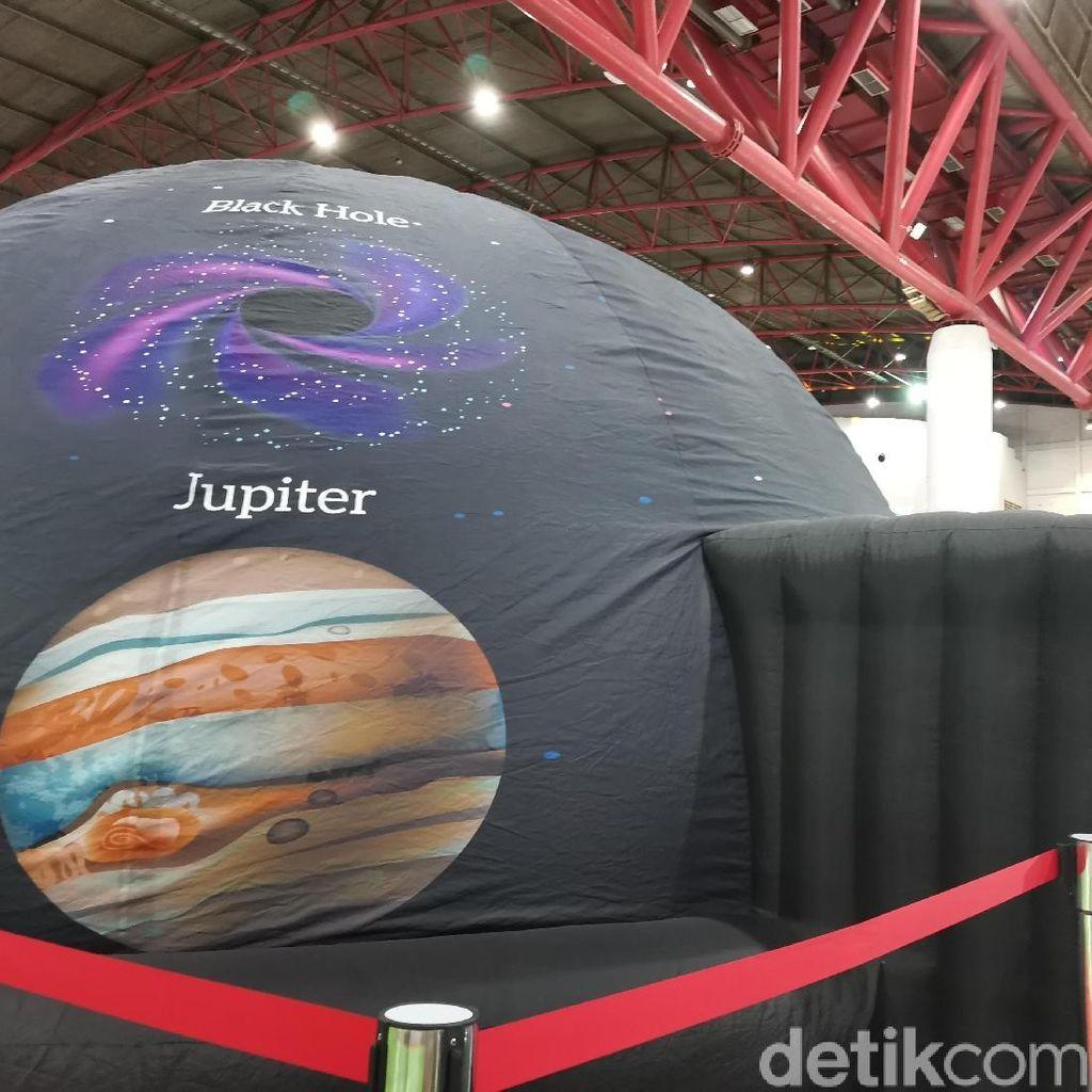 Seru! Jelajah Luar Angkasa di Planetarium Habibie Festival