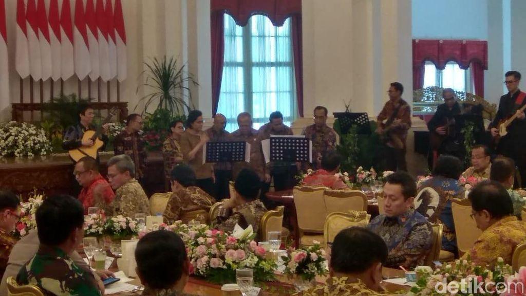 Akhir Periode I, Sri Mulyani hingga Basuki Nyanyi Buat Jokowi