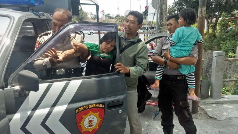 Seorang Ibu Ajak Anak Bunuh Diri Panjat Patung Bung Karno di Blitar