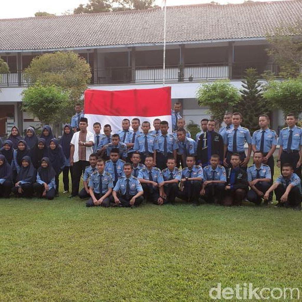 Sekolah Pasrah Terkait Sanksi Terkait Bendera Identik HTI
