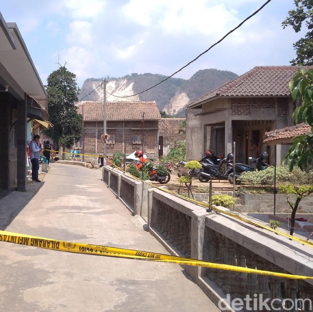 Densus 88 Amankan Terduga Teroris di Bandung, Rumahnya di Cirebon Digeledah