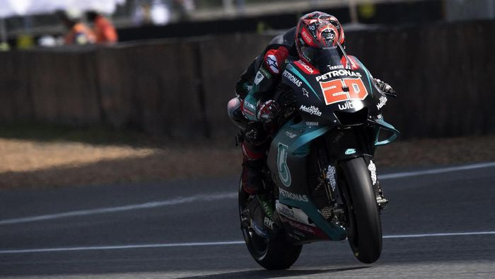 BANGKOK, THAILAND - OCTOBER 05: Fabio Quartararo of France and Petronas Yamaha SR heads down a straight during the MotoGP of Thailand - Qualifying on October 05, 2019 in Bangkok, Thailand. (Photo by Mirco Lazzari gp/Getty Images)