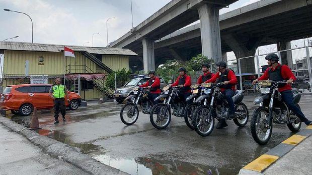 Tim Elang Laut patroli di wilayah Pelabuhan Tanjung Priok.