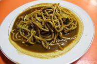Mie Aceh Jambo Aye: Pedas Gurih Mie Aceh Tumis Daging Telur yang Berempah
