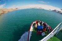 Sudah banyak operator tur di Eropa yang menawarkan perjalanan ke Longyearbyen. berminat ke sana untuk merasakan fenomena matahari tak terbenam? (iStock)