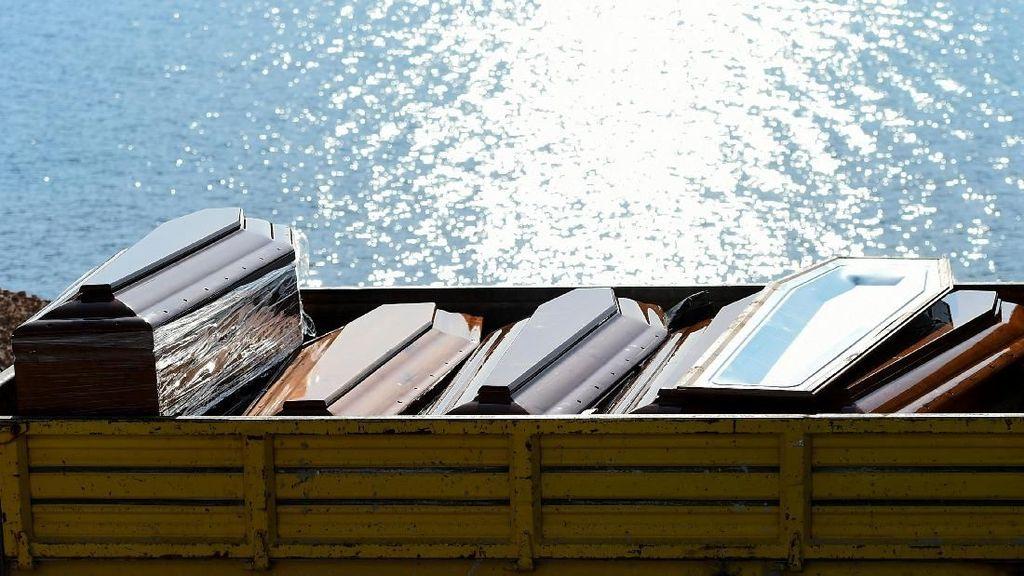 Italia Angkat 7 Mayat Migran Korban Kapal Tenggelam di Mediterania
