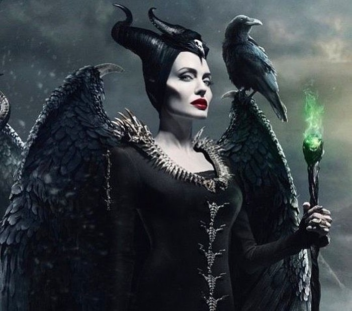 Angelina Jolie kembali jadi sorotan publik dengan film terbarunya, Maleficent: Mistress of Evil. Ia berperan sebagai Maleficent dan beradu akting dengan Elle Fanning. Foto: Instagram