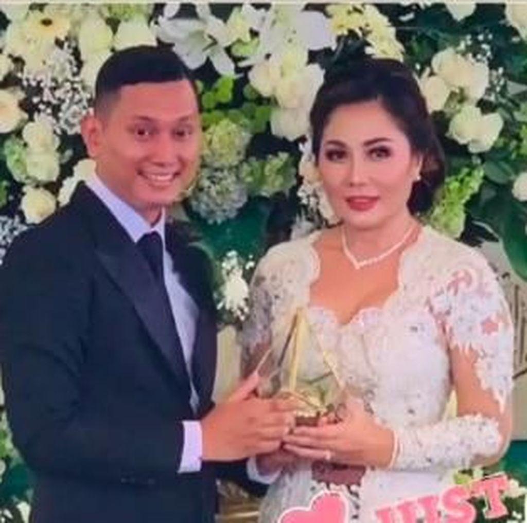 Blak-blakan Emma Waroka Resmi Nikah dengan Berondong