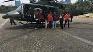 Jelang Pelantikan Jokowi, Heli TNI Jadi Sasaran Foto Pengunjung Monas