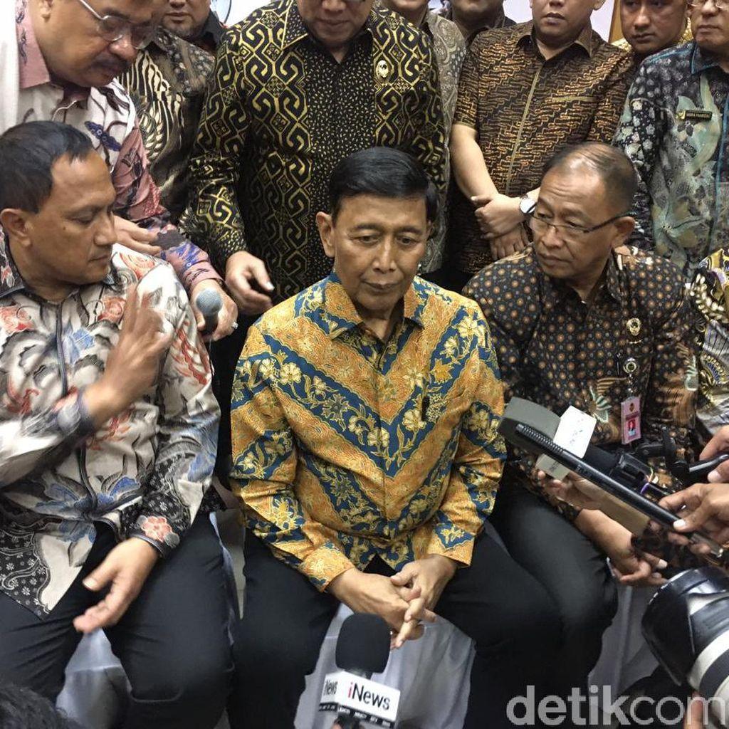Ditemani Dokter, Wiranto Silaturahmi dengan Pegawai Kemenko Polhukam