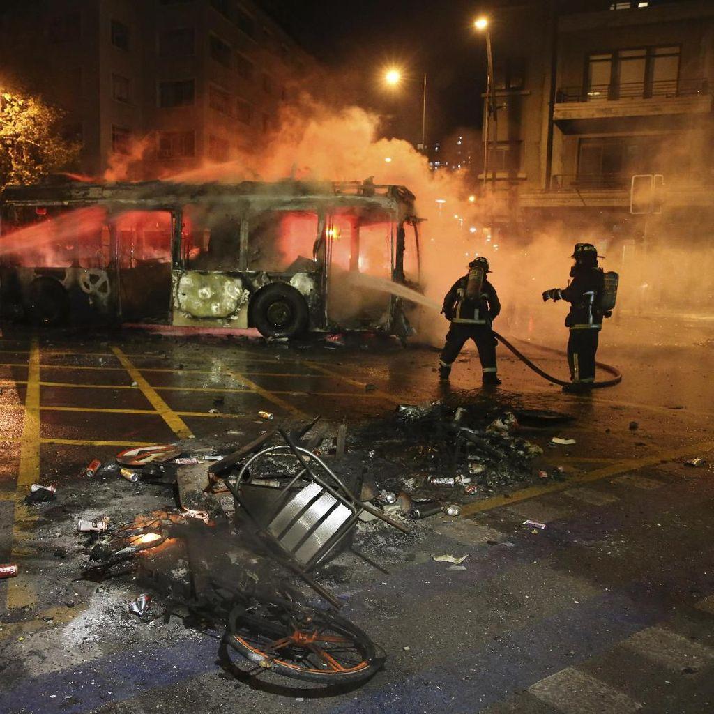 3 Orang Tewas Akibat Supermarket Dibakar Demonstran di Chile