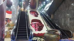 Susunan Bunga Bergambar Jokowi-Maruf Hiasi Gedung DPR