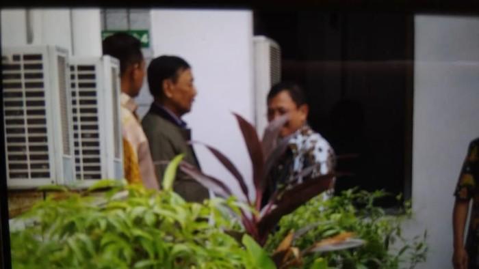 Foto: Wiranto keluar dari RSPAD (dok Istimewa)