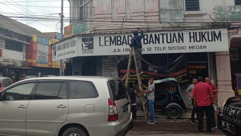 Cek CCTV, Polisi Buru 2 Pelempar Molotov LBH Medan