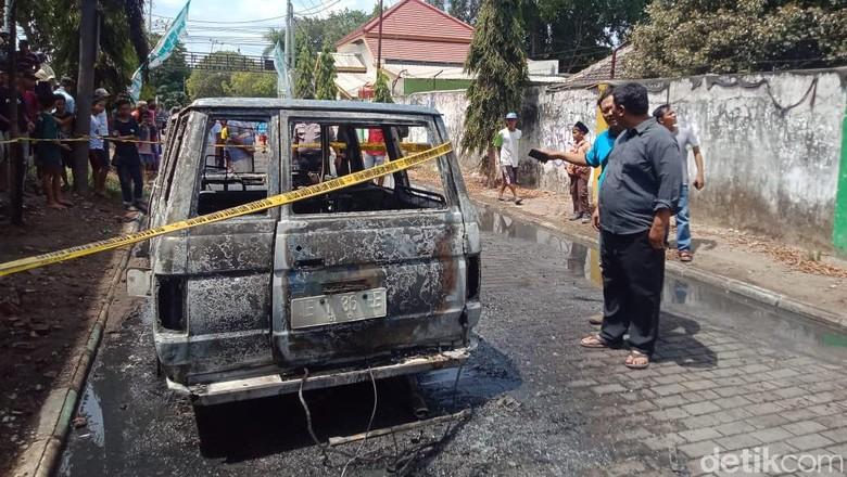 Hendak Isi BBM. Mobil di Madiun Ini Terbakar