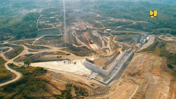 Progres pembangunan Bendungan Napun Gete saat ini sudah mencapai 70,96 %. Total nilai kontrak pembangunannya sebesar Rp 884 miliar dengan kontraktor PT Nindya Karya (Persero). Bendungan ini memiliki kapasitas tampung 11,22 juta m3 dengan luas genangan 99,78 hektare (Ha). Pool/Kementerian PUPR.