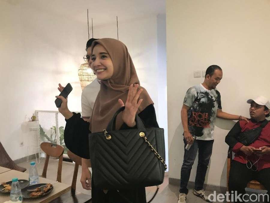 Tebar Senyuman, Irwansyah dan Zaskia Jawab Tudingan Penggelapan Uang