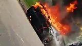 Cegah Mobil Terbakar, Selalu Bawa Pemadam di Mobil