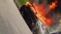 5 Penyebab Mobil Terbakar Sendiri