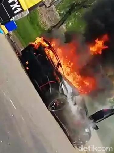 Lamborghini yang Terbakar Hebat Ternyata Milik Raffi Ahmad