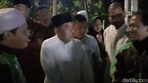 Saat JK Bincang Santai dengan Pengemudi Ojol di Masjid Sunda Kelapa