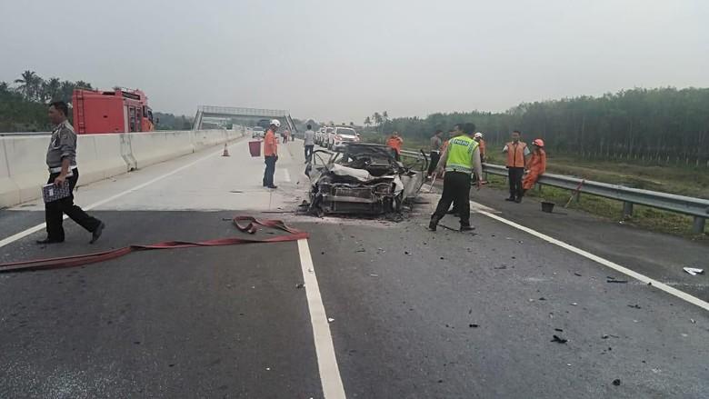 Polisi Cari Penyelamat 2 Anak Korban Kecelakaan di Tol Lampung