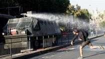 Ibu Kota Rusuh, Presiden Chile Umumkan Keadaan Darurat