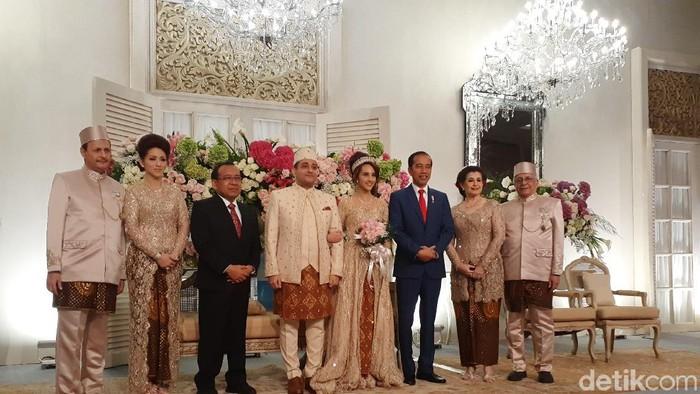 Foto: Jokowi hadiri pernikahan Tsamara (Yulida/detikcom)