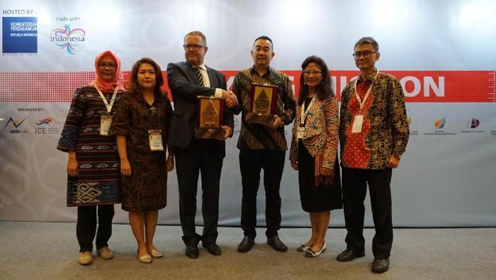 Dubes Esti bersama pengusaha Italia dan Indonesia (Foto: KBRI Roma)