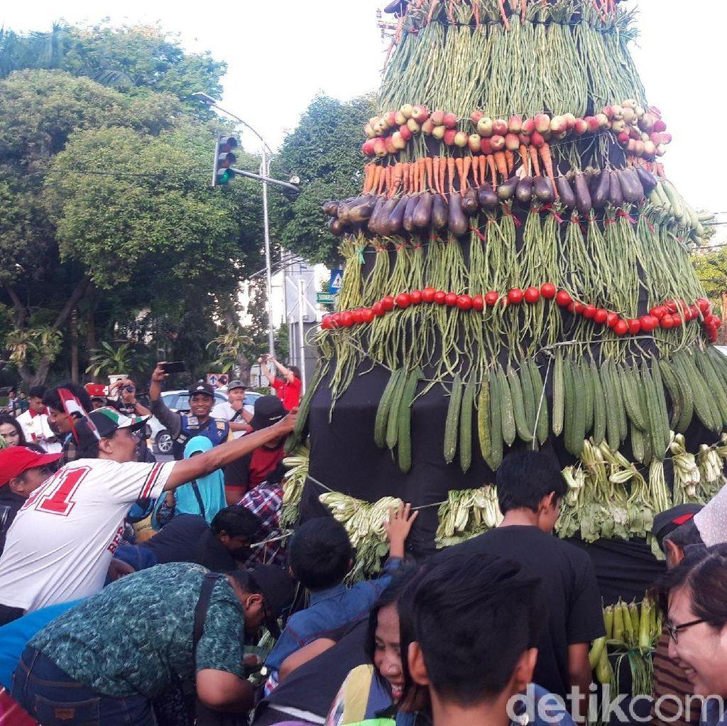 Jokowi Dilantik, Relawan di Surabaya Tasyakuran Tumpeng Sayur 7 Meter