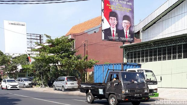 Baliho ucapan selamat atas pelantikan Jokowi-Ma'ruf.