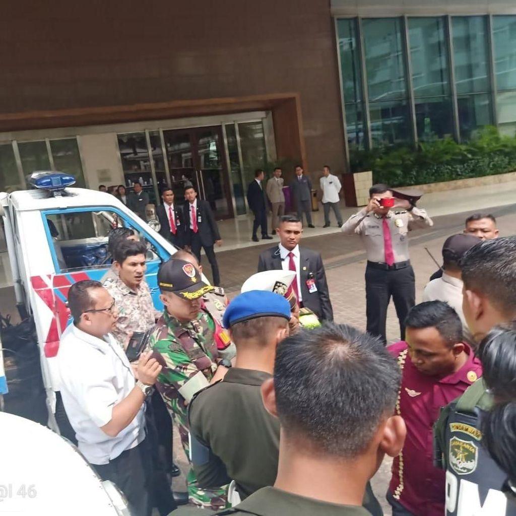 Polisi Amankan Pemilik Mobil B 1 RI di Mega Kuningan Bermuatan Parang