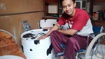Di Atas Kursi Roda, Pemuda Padalarang Sulap Limbah Drum Jadi Furnitur