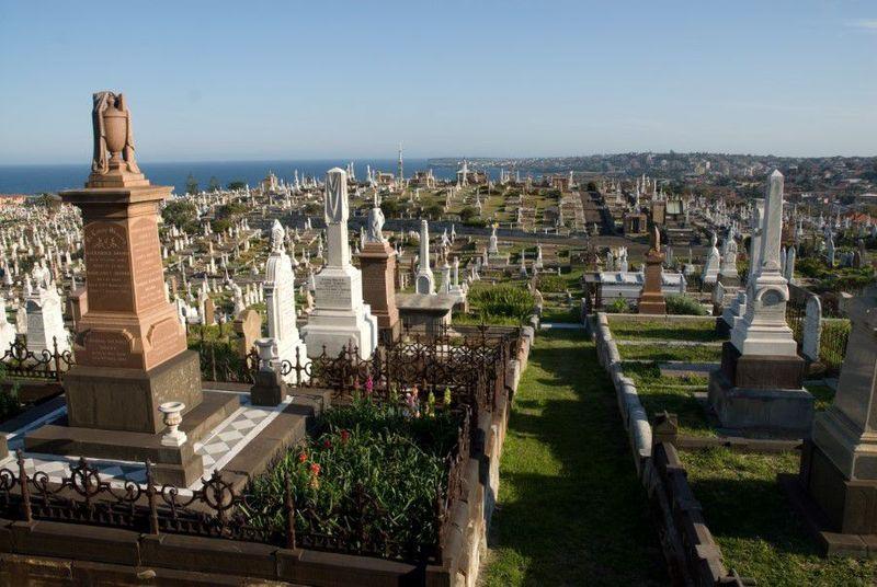 Pemakaman Waverly di Sydney, Australia. Pemakaman dengan pemandangan pantai yang indah ini pernah muncul sebagai latar di film The Great Gatsby. Di sini tokoh yang memberi nama Australia dimakamkan yaitu Henry Lawson dan Dorothea Mackellar (iStock)