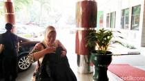 Istri Wiranto Datangi RSPAD Bawa Setelan Baju