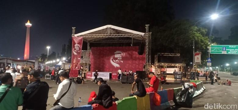 Massa Relawan Jokowi di Depan Taman Pandang Istana Bubarkan Diri
