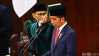 Setelahnya, keputusan KPU soal penetapan Jokowi-Maruf sebagai pemenang Pilpres 2019 akan dibacakan. Selanjutnya, Jokowi dan Maruf Amin akan membacakan sumpah mereka.