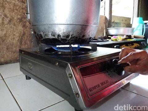 Hasilnya, biogas bisa dimanfaatkan sebagai bahan bakar untuk memasak.