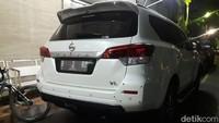 Identitas sementara pemilik mobil adalah IL, berusia 39 tahun, warga Bintara Jaya, Bekasi Barat, dengan pekerjaan sebagai PNS.