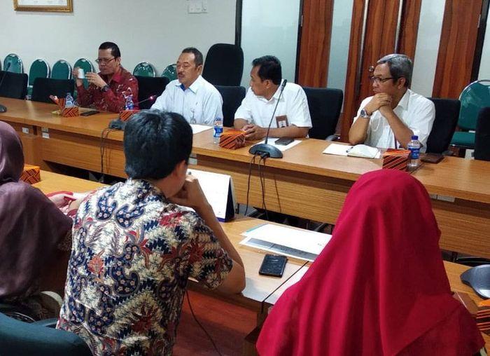 Penandatangan kerja sama itu dilakukan di kantor Kementrian BUMN, di Jakarta, Kamis (17/10), disaksikan langsung Deputi PISM, Fajar Harry Sampurno, Asisten Deputi PISM, Rainoc, dan asisten deputi PISM II, Heri Purnomo. Foto: dok. Timah