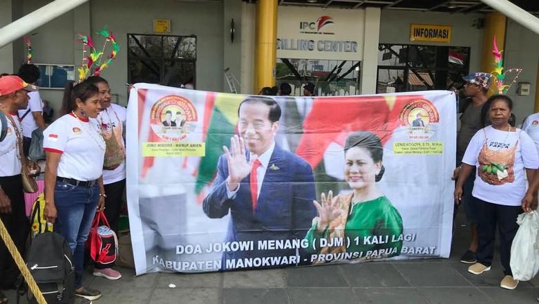 Saat Puluhan Warga Manokwari ke Jakarta demi Rayakan Pelantikan Jokowi