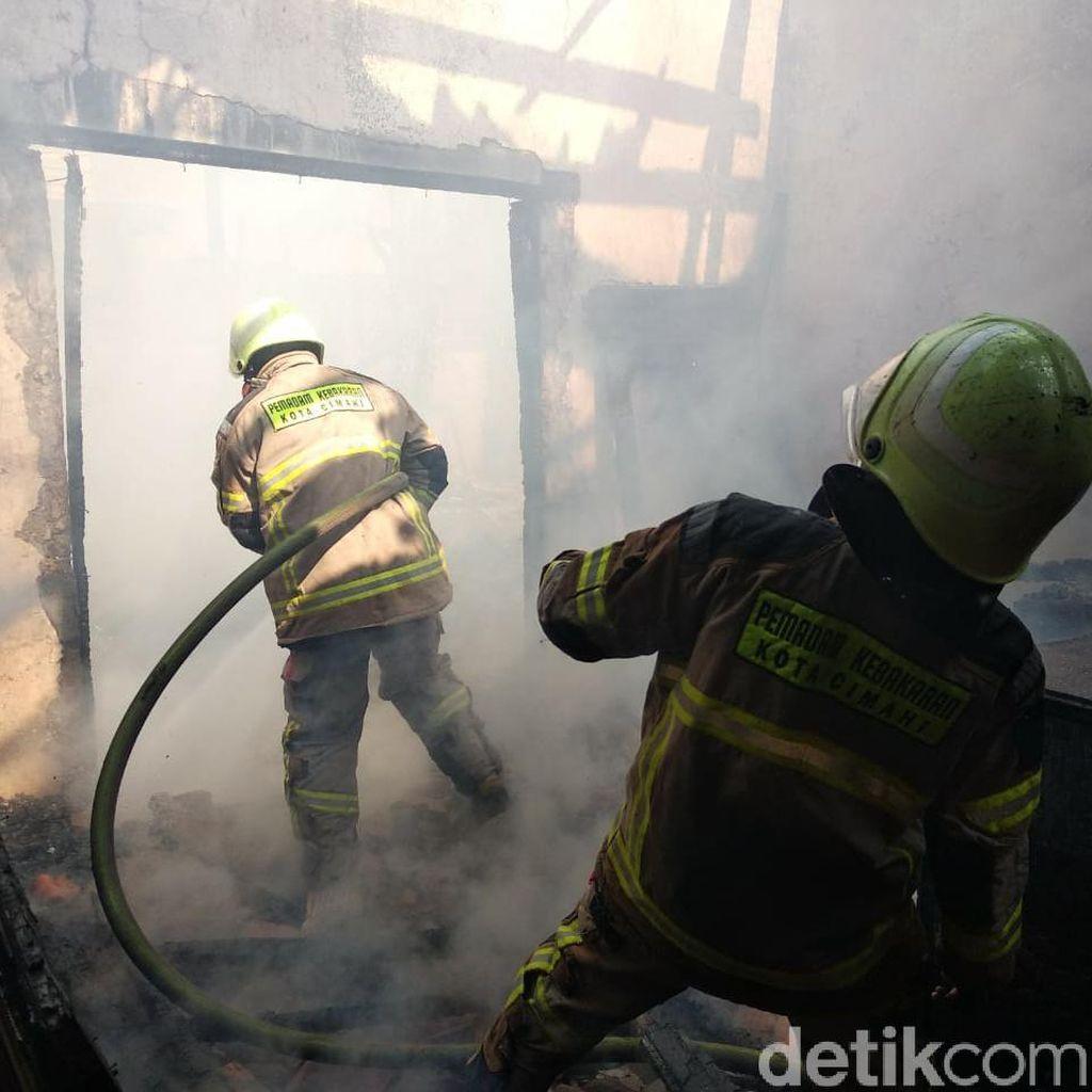 Diduga Konsleting Listrik, Bengkel Mebel di Cimahi Ludes Terbakar
