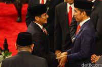 Sandiaga saat ucapkan selamat ke Jokowi