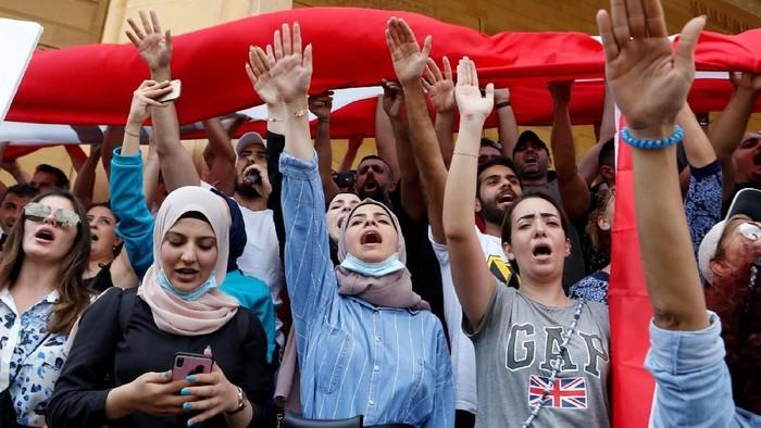 Para perempuan berpartisipasi dalam demonstrasi di Lebanon (Foto: Reuters)