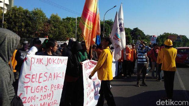 Mahasiswa Makassar Demo Tuntut Perppu KPK di Hari Pelantikan Jokowi