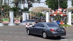 Mobil Mewah Kedubes yang Masuk Gedung DPR