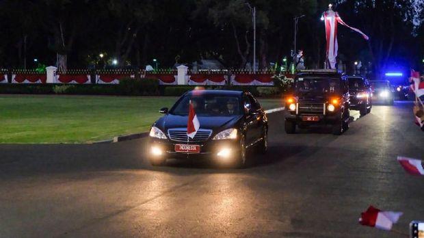 Jokowi kembali tiba di Kompleks Istana usai dilantik.