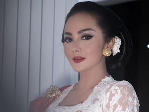 Gaya Krisdayanti dan Mulan Jameela di Pelantikan Presiden 2019